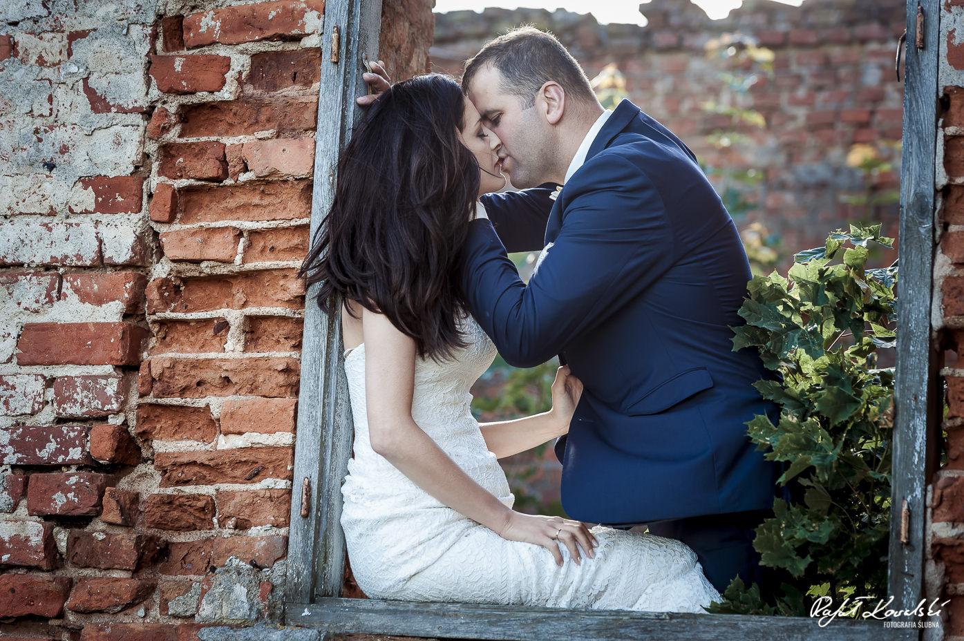 Plener ślubny w starym pałacu
