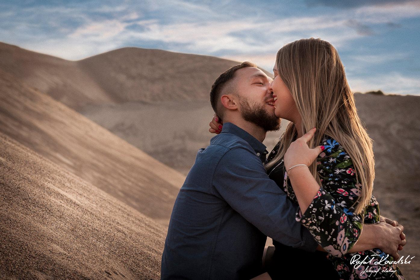 swobodna atmosfera na Sesjach Narzeczeńskich u fotografa z gdańska, Rafała Kowalskiego otwiera nawet bardzo nieśmiałe pary