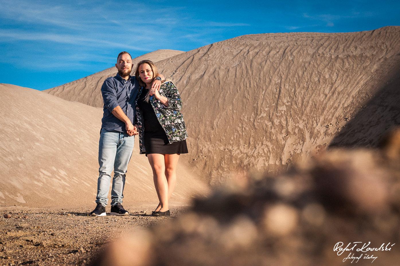 nasz własny skrawek pystyni koło domu - pustynna sesja narzeczeńska fotograf gdańsk Rafał Kowalski