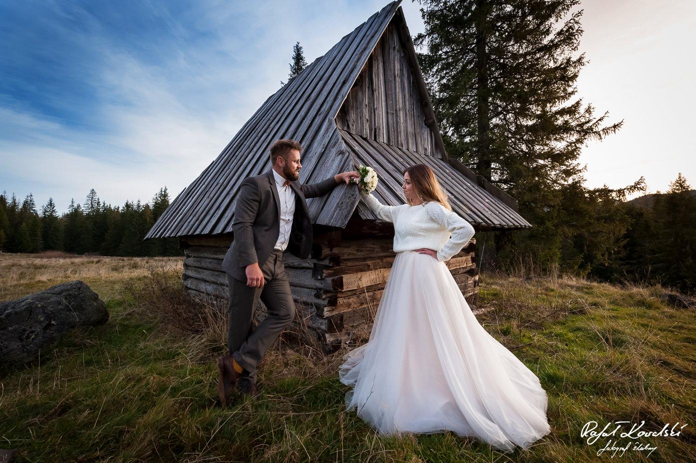 ujęcie szerokokątnym obiektywem na sesji ślubnej w Tatrach