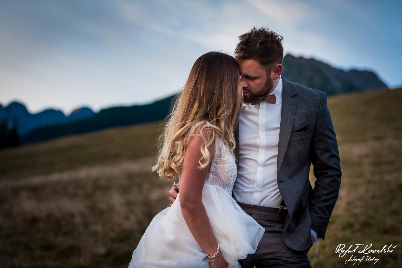 Sesja ślubna w Tatrach to niezapomniane przeżycie zarówno dla pary młodej jak i dla fotografa