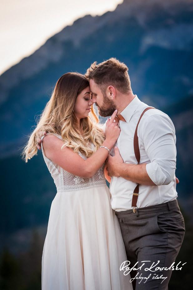 przekomarzanki na plenerowej sesji ślubnej w Tatrach