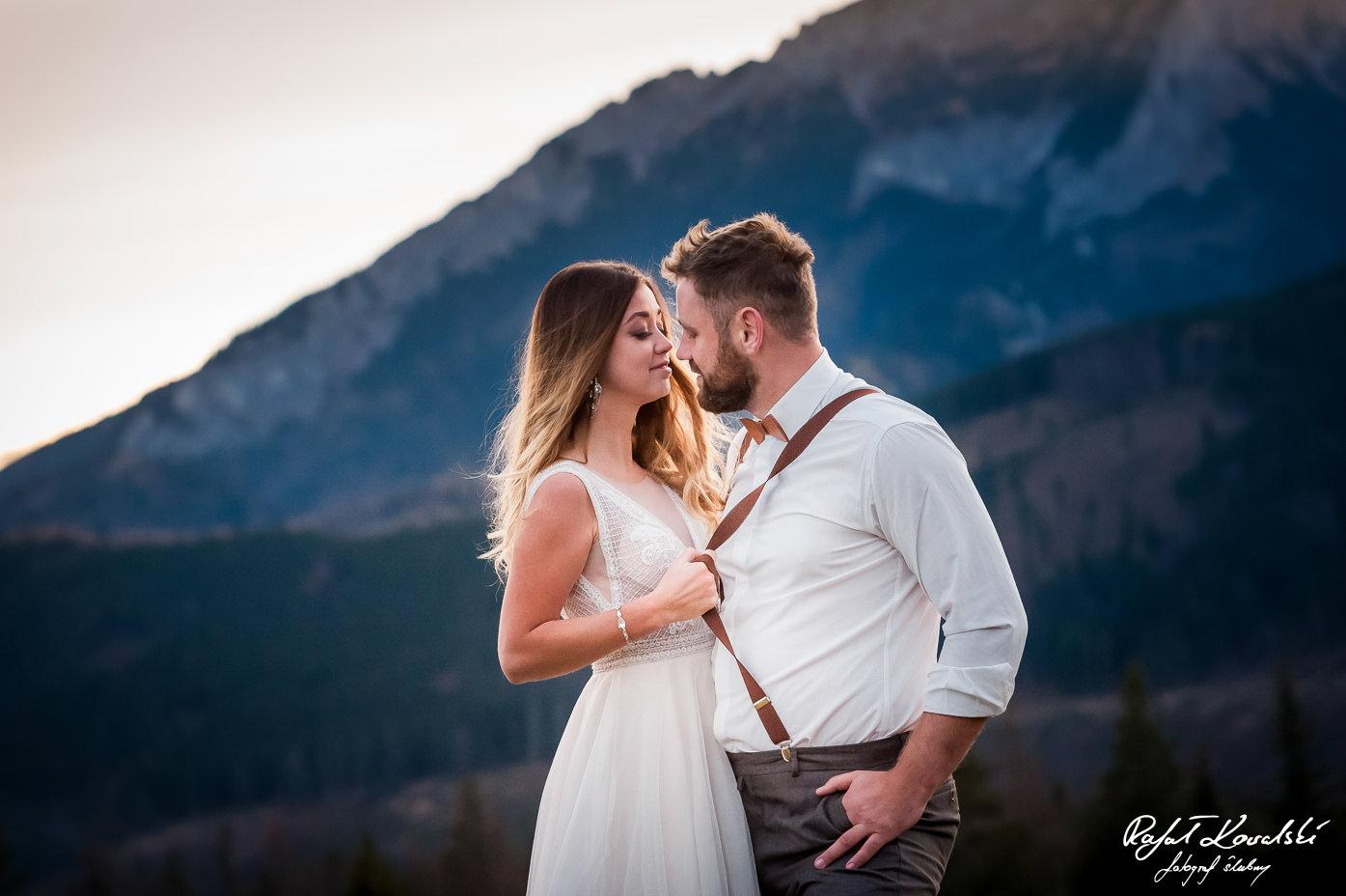 nawet na Sesji ślubnej w Tatrach znajdzie się miejsce na drobne przekomarzanie pomiędzy parą młodą