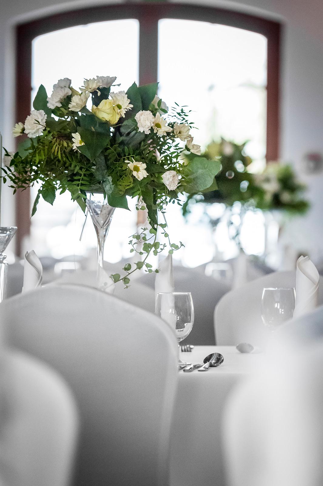 Dekoracje florystyczne na stołach Kuźnia Smaków