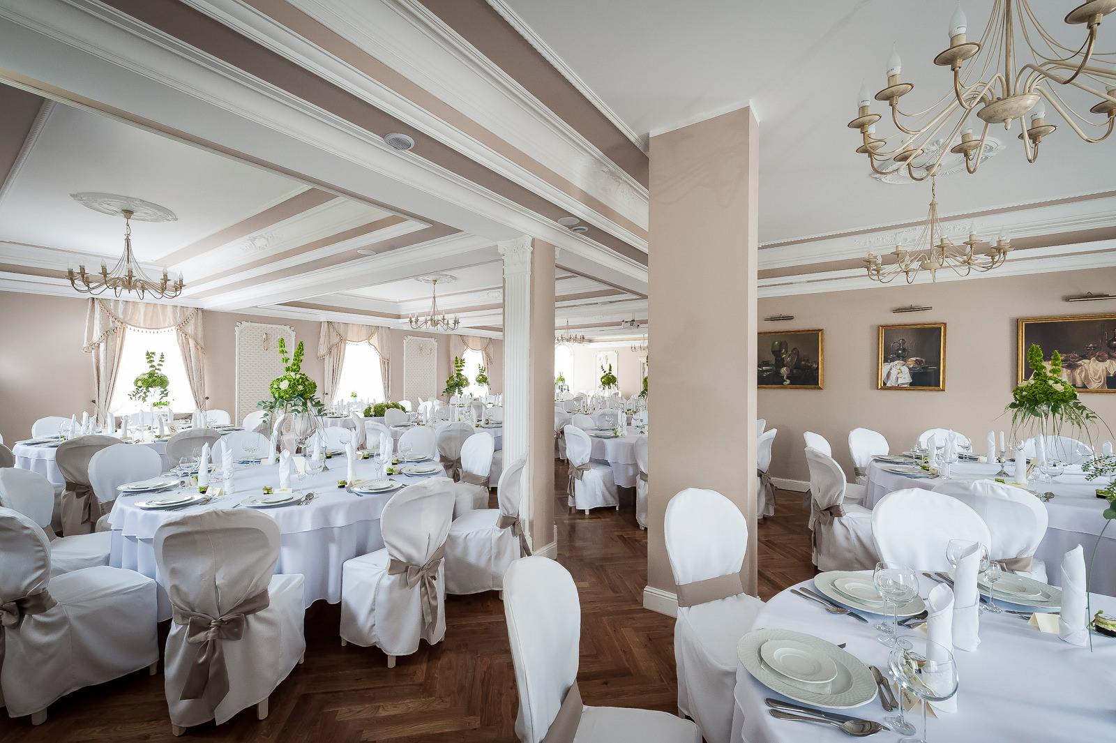 Propozycja ustawienia stołów w Dworze Fijewo
