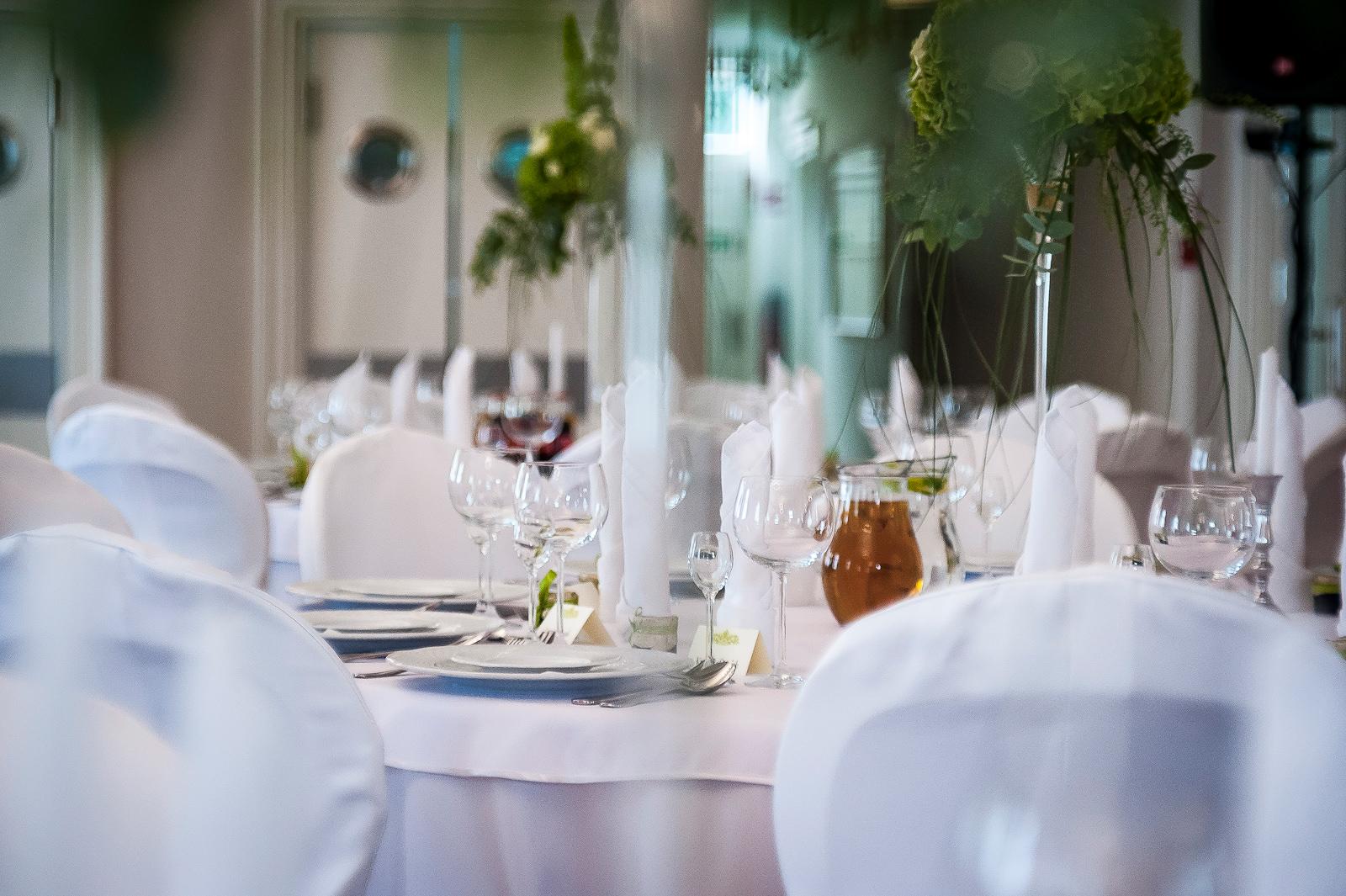 Dwór Fijewo wystrój stołów weselnych