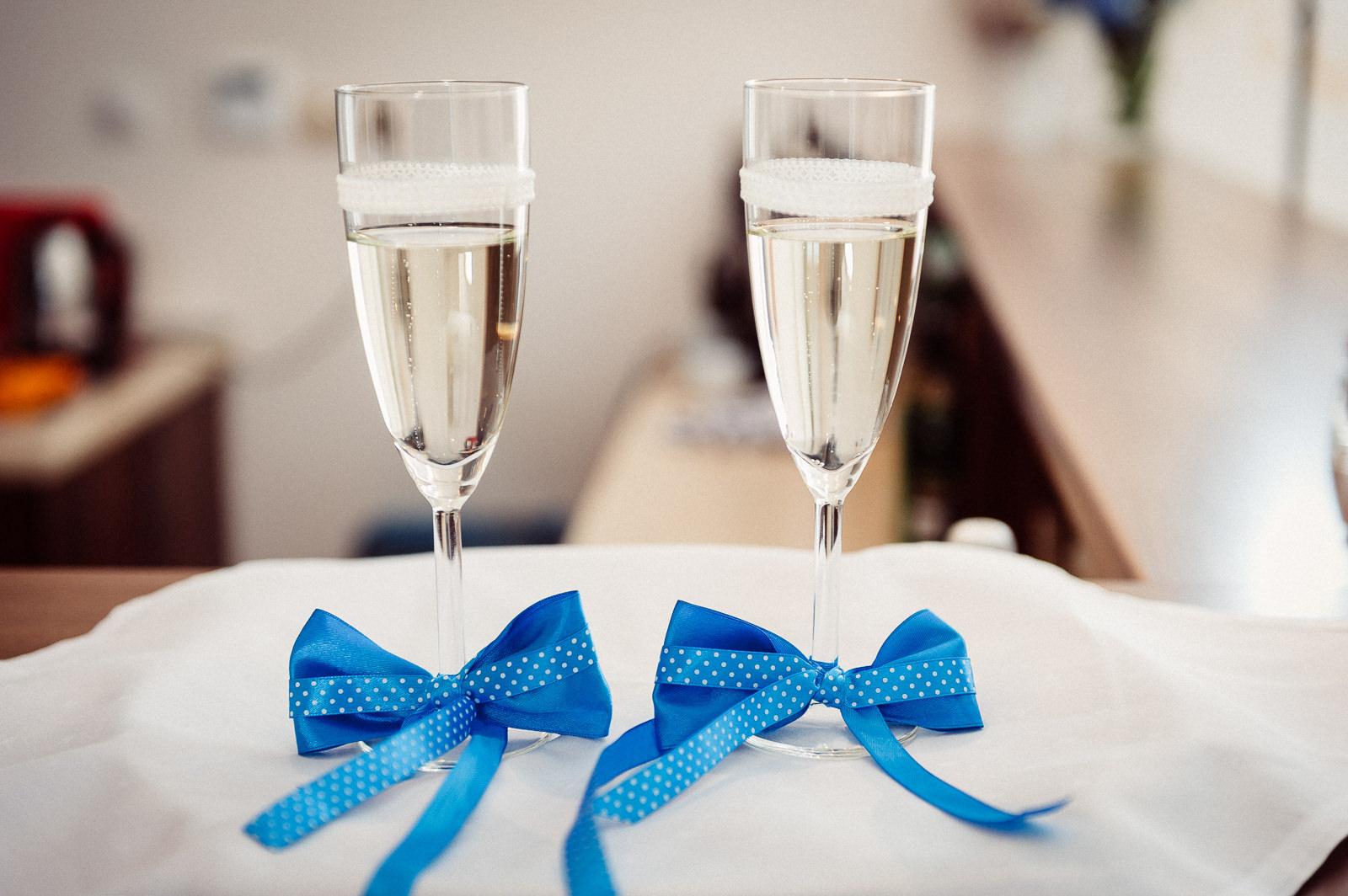 Kieliszki z szampanem na powitanie Pary Młodej Sala Bankietowa Aura
