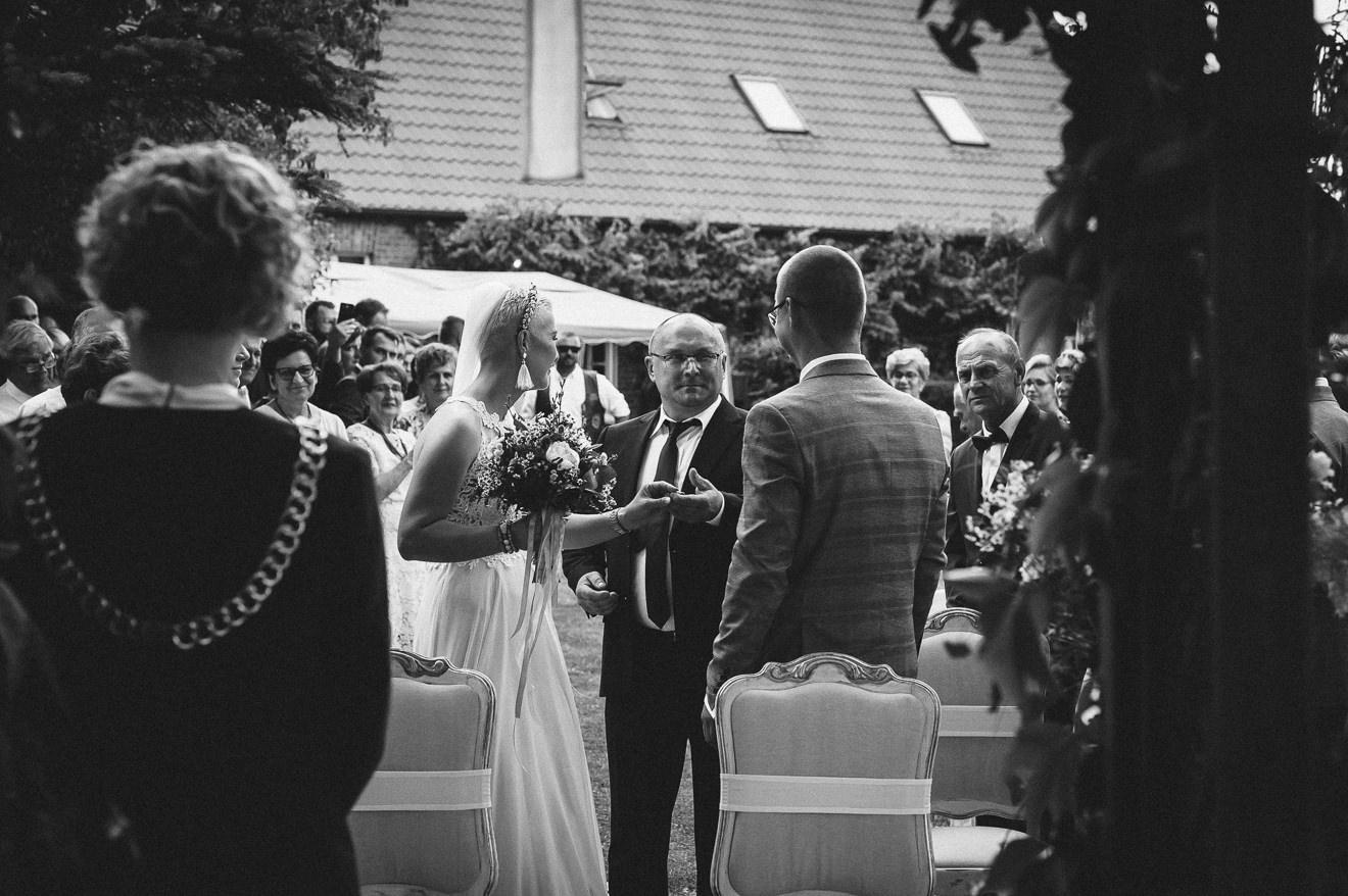 Ślub w ogrodzie Przekazanie Panny Młodej