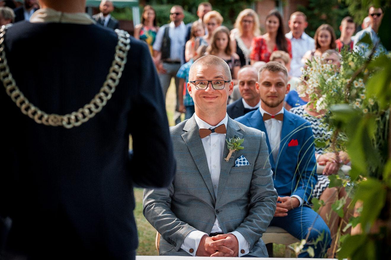 Ślub cywilny w plenerze Pan Młody