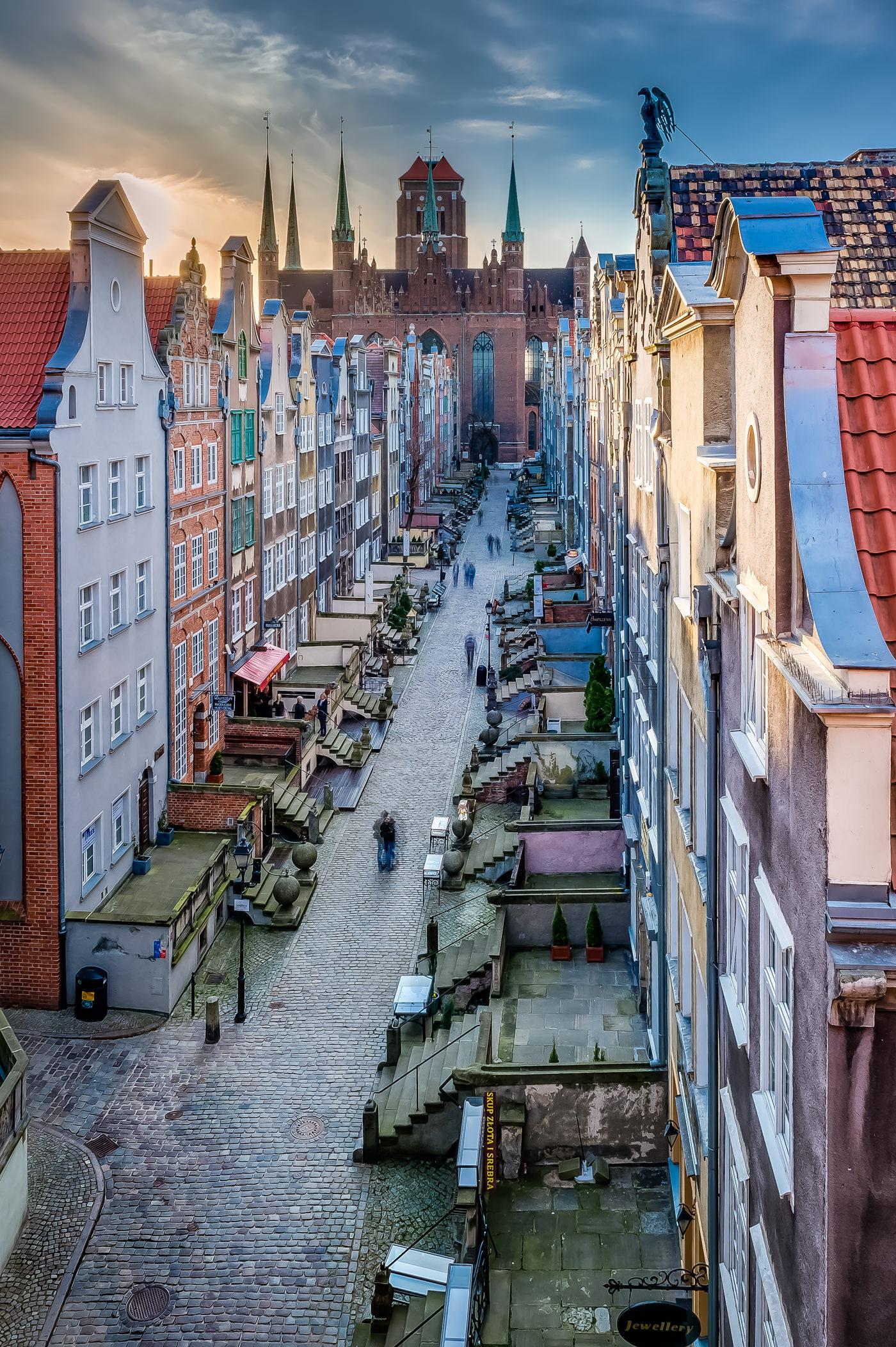 Gdańsk ulica Mariacka widziana od strony strychu nad Bramą Mariacką