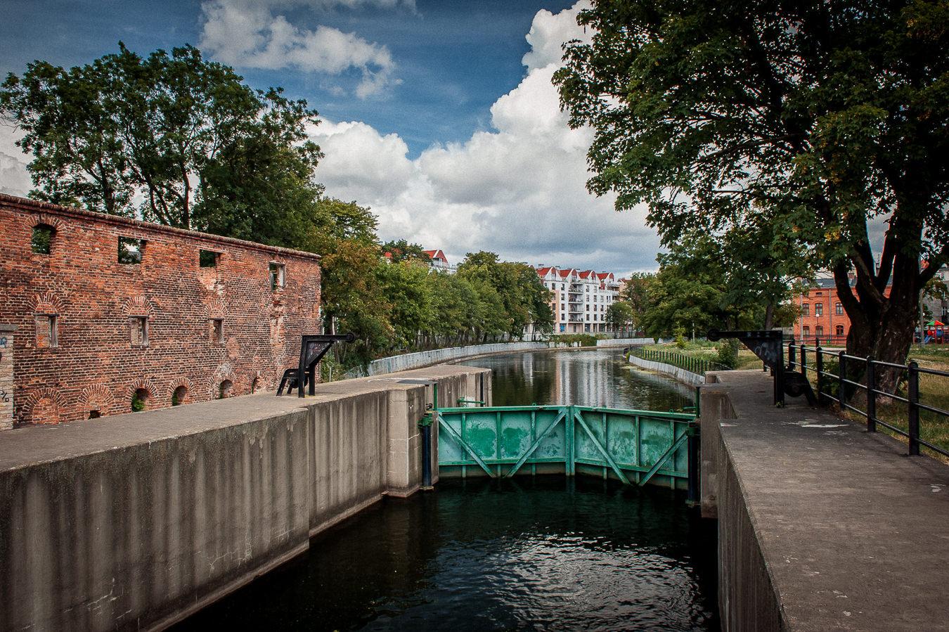 Gdańsk, Grodzie na Śluzie Kamiennej odcinające dopływ wody na teren miasta