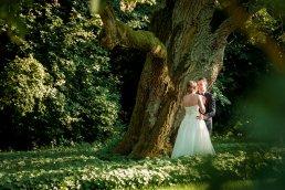 romantyczna sesja ślubna w parku fotograf-weselny-Kościerzyna-fotografia-ślubna-Kościerzyna-sesja-ślubna-Kościerzyna